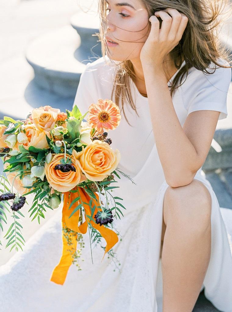 Letni bukiet ślubny, bukiet ślubny z różami ogrodowymi i skabiozą