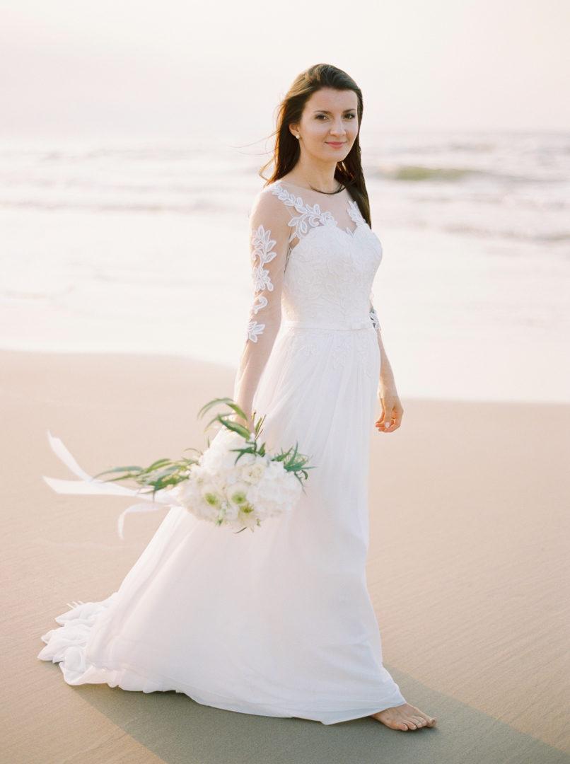 Minimalistyczna sesja ślubna nad Bałtykiem