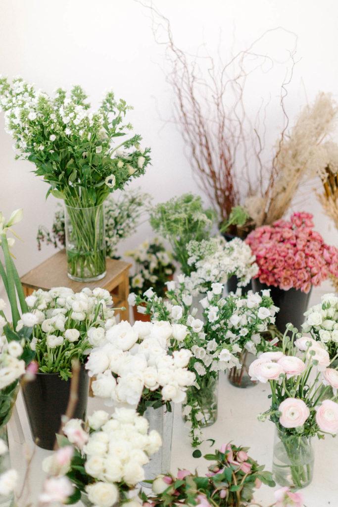 Kwiaty na zimowy biały ślub