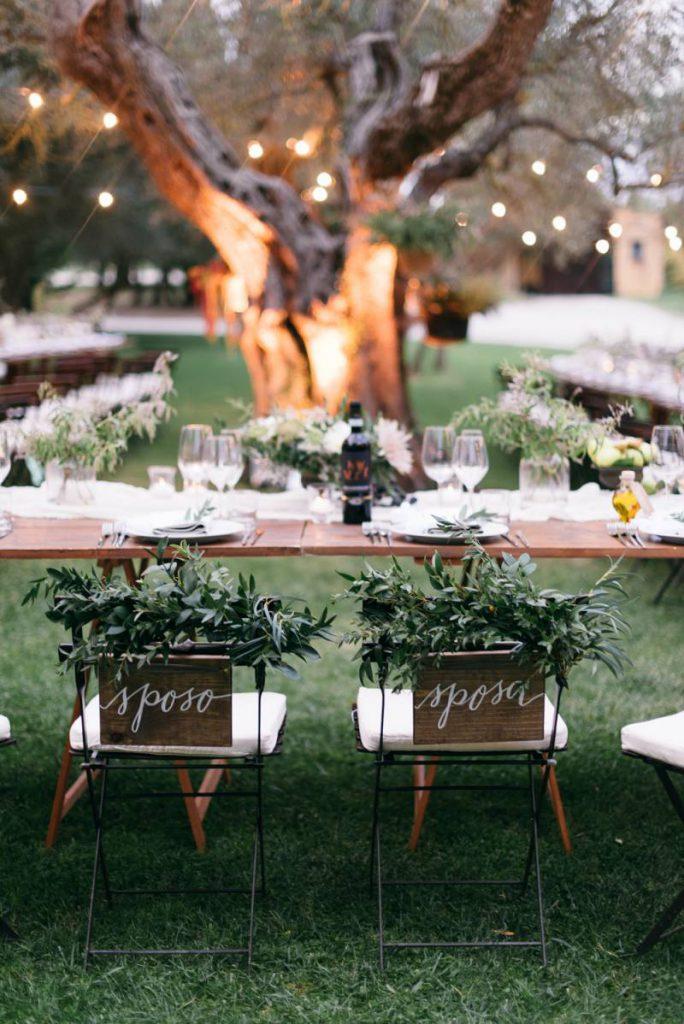 krzesła drewniane na ślub wypożyczalnia