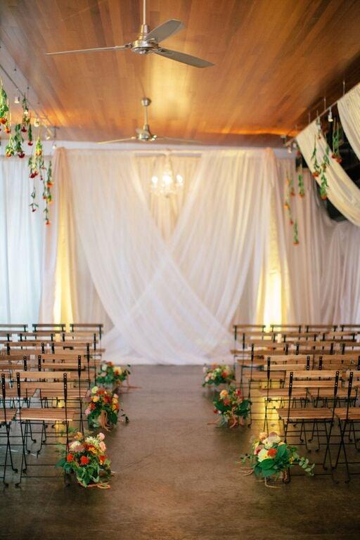 Rustykalne krzesła na ślub