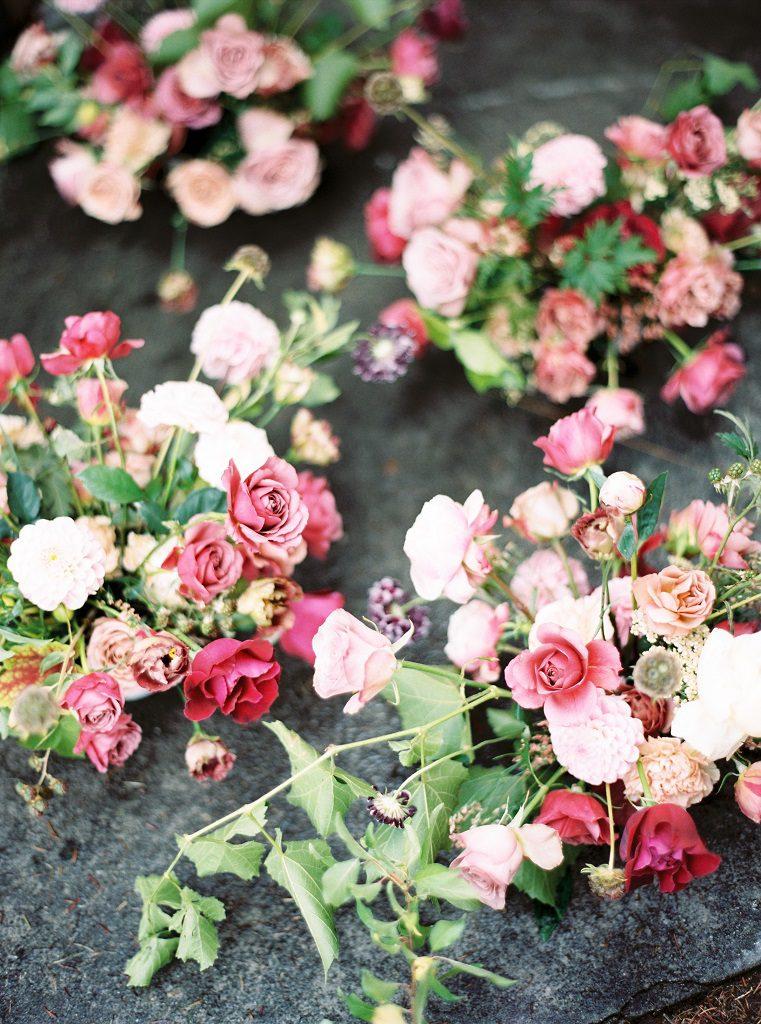 Wesele w Hotelu Navigator, Flower Stories, różowe kompozycje na stoły weselne