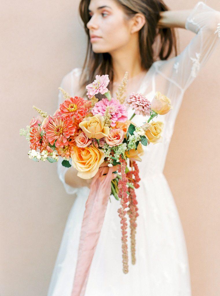 Warsaw Poet bride, bukiet ślubny na ślub latem, kolorowy bukiet ślubny, nowoczesny ślub