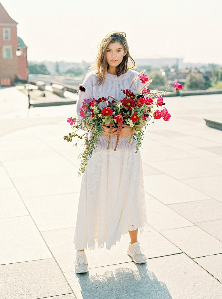 dekoracje ślubne warszawa, kwiaty na ślub latem, ślub jesienią, bukiet ślubny z kosmosami, Flower Stories, Ana Lui Photography