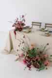 naturalne dekoracje stołów na ślub
