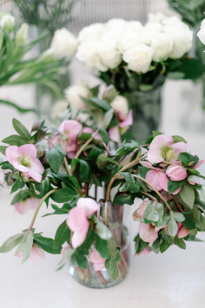 Kwiaty na  ślub zimą, ciemierniki